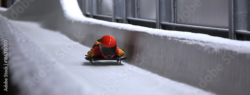 Spoed Foto op Canvas Wintersporten skeleton bob sled in ice channel