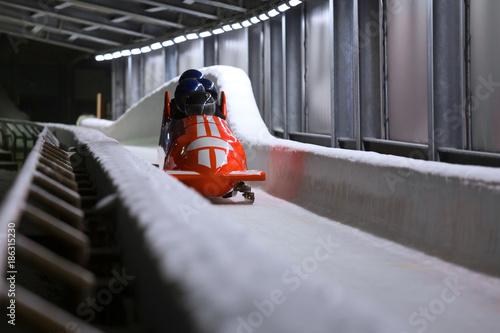 Montage in der Fensternische Wintersport bob sled speeding in an ice channel