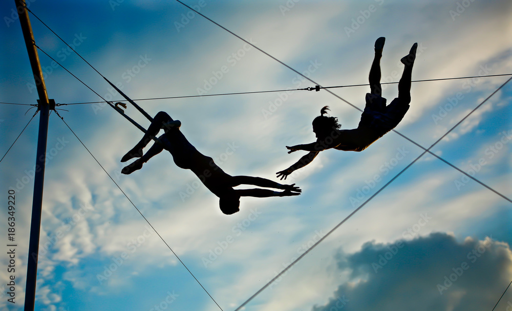 Fototapety, obrazy: circus artist trapeze men
