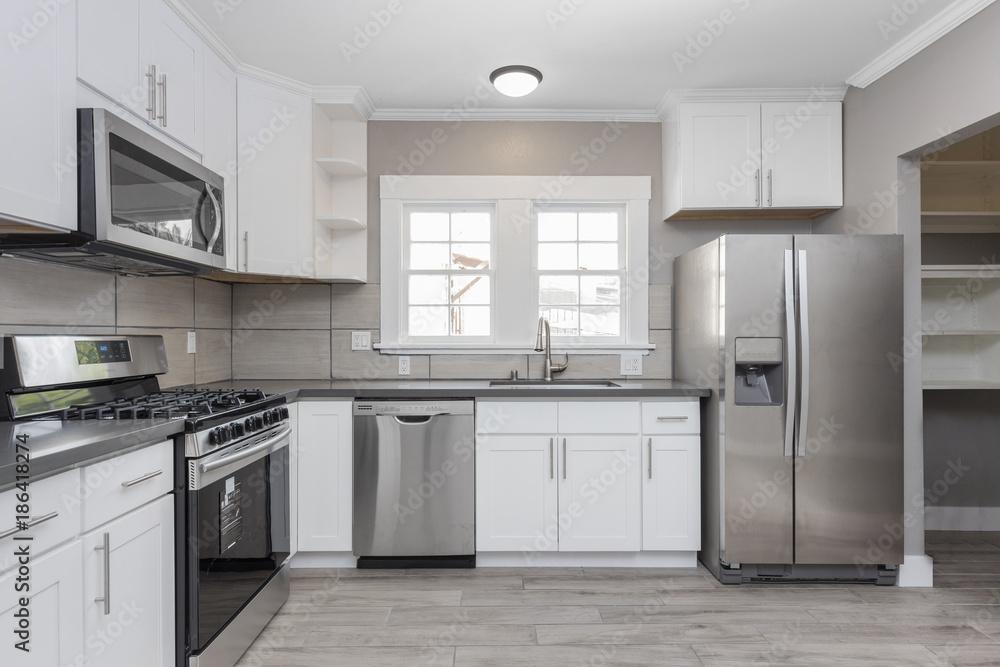 Kühlschrank Neu : Küchen in weiß neu mit granit arbeitsplatten herd und edelstahl