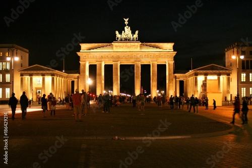 Fotobehang Volle maan Brandenburg gate