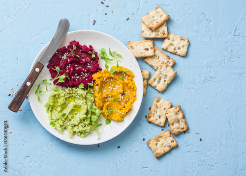 Valokuva  Variations of hummus and crackers