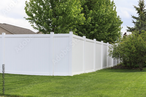 Contemporary white vinyl fence surrounding yard Tableau sur Toile