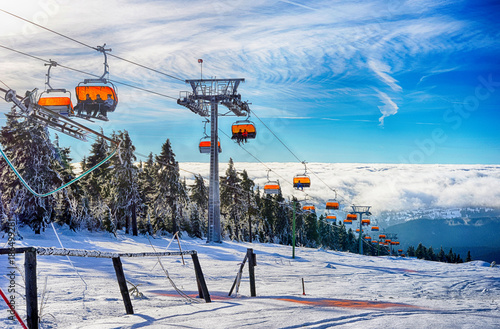 Foto  Wintersport Skiressort mit Skilift