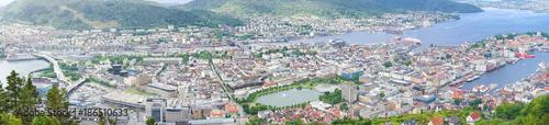Fototapeta Stadtpanorama von Bergen vom Aussichtspunkt Floyen, Norwegen obraz na płótnie