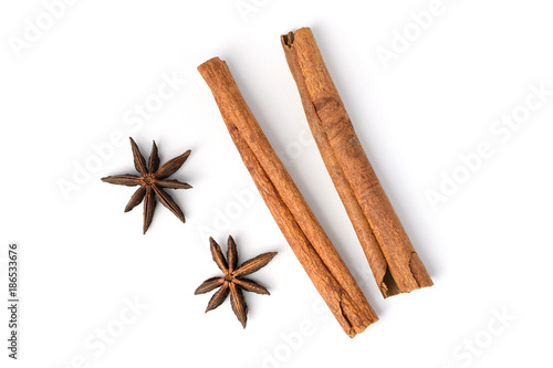 Foto Two brown vegeterian cinnamon sticks lying on white background