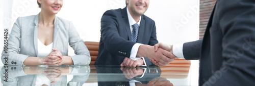 Fotografía  Handshake of successful business people