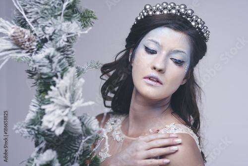 Fototapety, obrazy: Pretty woman in frosty make up at studio shot