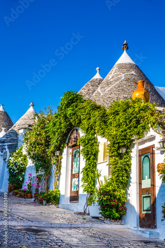 Photo Alberobello With Trulli Houses - Apulia, Italy