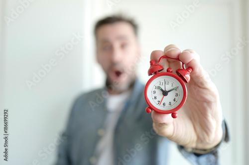 Fotografie, Obraz  réveil homme en retard