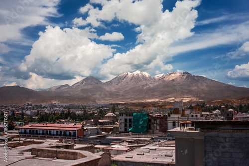 Photo View of the city of Arequipa, Peru with the El Misti volcano in the background