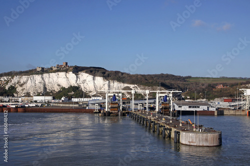 Photo  ferry port and white cliffs of dover