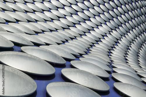 Photo Futuristic modern building roof cladding detail at the Birmingham Bullring shopp