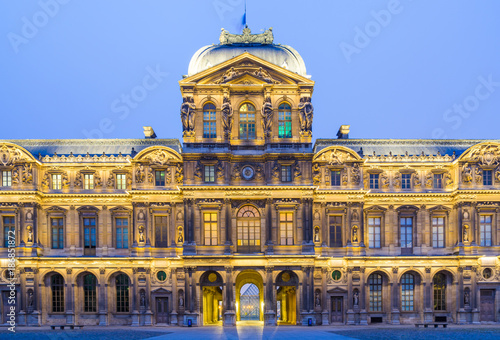 Canvastavla iew of famous Louvre Museum with Louvre Pyramid at evening