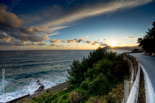 Foto op Plexiglas Liguria mare al tramonto in liguria