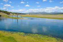 Yellowstone River - Colorful A...