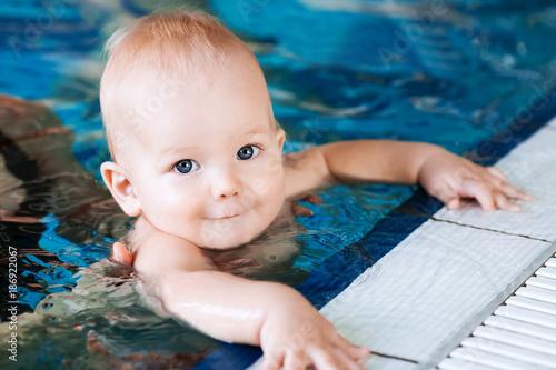 Fototapeta Smiling charming baby in swimming pool obraz