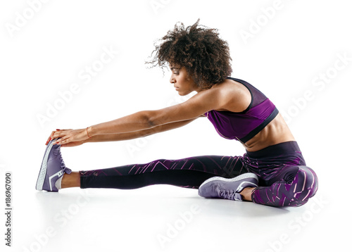 Photo Sporty girl stretching her hamstrings