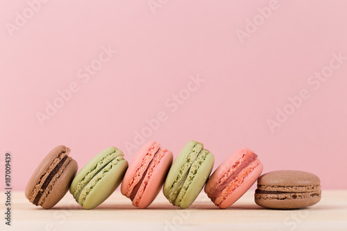 Poster Macarons Colorful macaroons on pink background