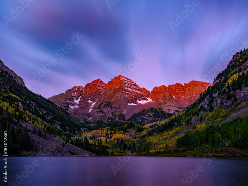 Fotografía Alpenglow on the Maroon Bells