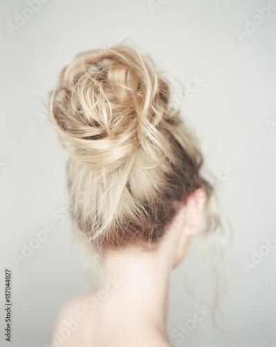 Staande foto Kapsalon Back view of woman hairdo