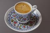 Türkischer Kaffee in traditionellem Geschirr