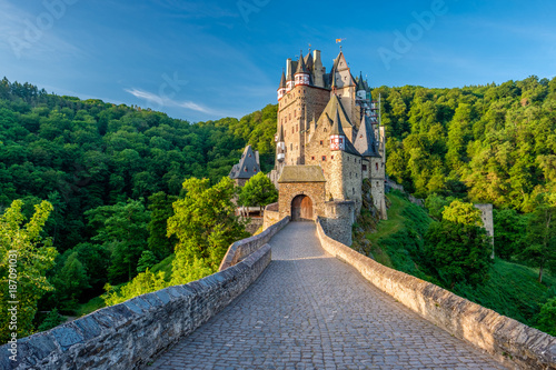 Cadres-photo bureau Chateau Burg Eltz castle in Rhineland-Palatinate, Germany.