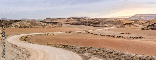 Cuadros en Lienzo Farms in arid conditions 2