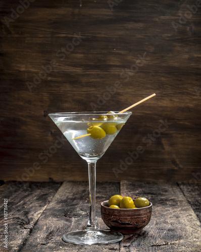 Foto op Plexiglas Bar Martini with olives.