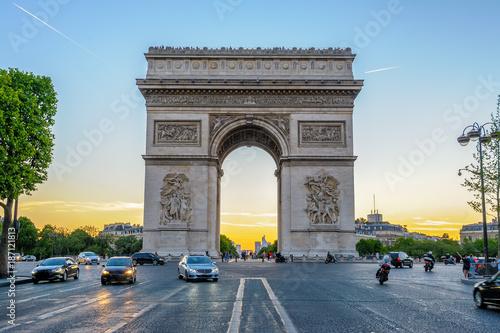 Valokuva  Arc de Triomphe in Paris , France