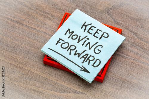 Fotografie, Obraz  keep moving forward reminder note