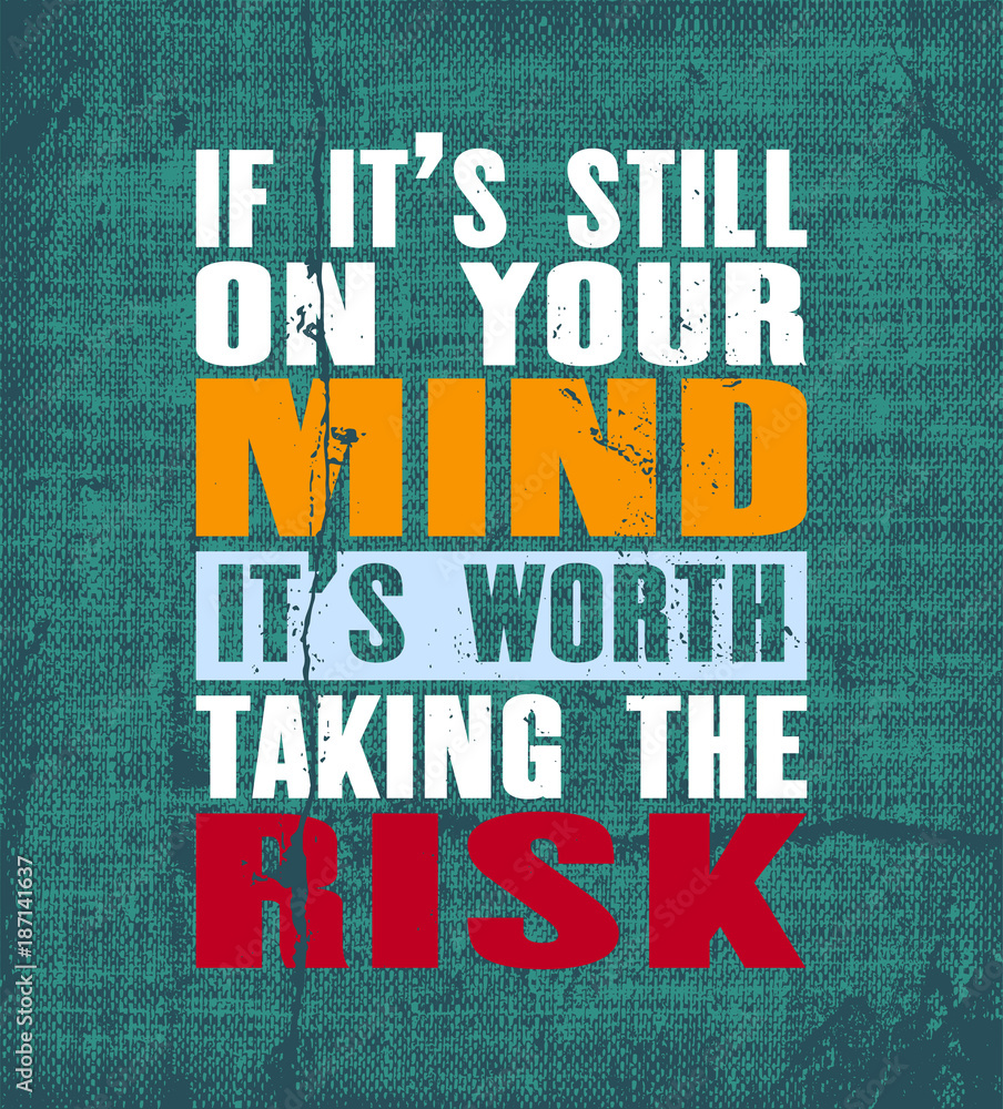 Inspirujący cytat motywacyjny z tekstem Jeśli nadal jest w twoim umyśle, warto podjąć ryzyko. Plakat typografii wektorowej.