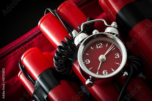 Fotografía  Terrorism and bomb threat concept with dynamite or TNT stick, alarm clock, black