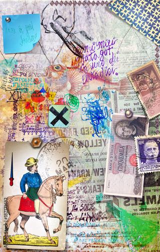 Poster Imagination Sfondo con collage,manoscritti misteriosi,carte da gioco,banconote,vecchi francobolli disegni e graffiti astrologici,alchemici ed esoterici.