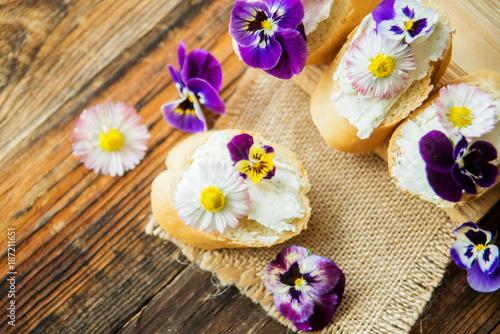 Spoed Foto op Canvas Klaar gerecht Tasty sandwich with avocado boiled eggs, pumpkin seed and edible viola flowers in a white board. healthy food
