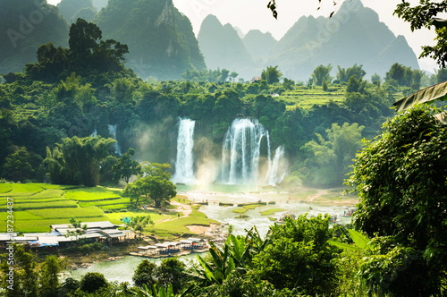 Photo Ban Gioc Detian Falls with unique natural beauty