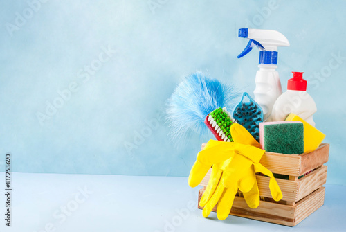 Fotografía  Spring cleaning concept with supplies, house cleaning products pile