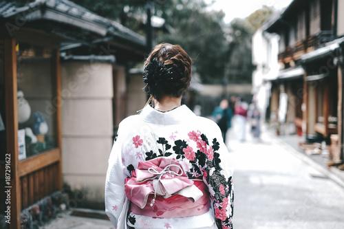 Obraz na plátně Asian women wearing traditional japanese kimono in Kyoto