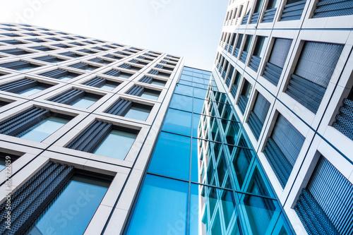 Montage in der Fensternische Stadtgebaude modernes Hochhaus - Bürogebäude