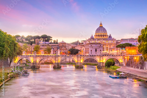 Photo Stands Light pink St Peter Cathedral in Rome, Italy