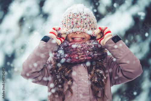 Fototapeta Little girl outdoor in winter obraz