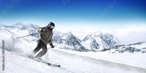 Foto op Canvas Wintersporten winter skier