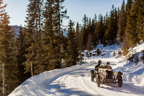 Keuken foto achterwand Vintage cars Vintage racing car driving classic rally on snow covert road