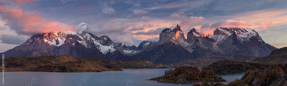 Fototapety, obrazy: The Torres del Paine National Park. Scenic panorama landscape: mountains, glaciers, lakes and rivers in southern Patagonia, Chile.