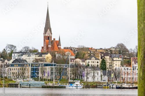 Foto  Historischer Hafen und Kirche Flensburg