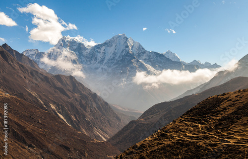 Foto op Aluminium Grijze traf. mountains in Himalayas, Nepal, on the hiking trail leading to the Everest base camp.