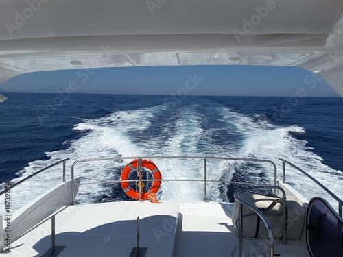 Fotografie, Obraz  Wake of the luxury motor yacht sailing on the sea