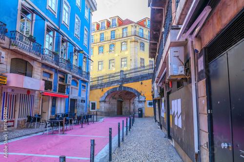 A rua cor-de-rosa pedestre Rua nova de Carvalho em Lisboa Wallpaper Mural