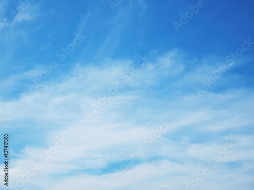 Poster Bleu Blue sky and white clouds