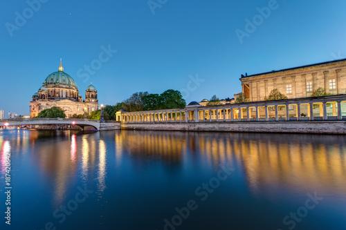 Zdjęcie XXL Wyspa Muzeów i katedra w Berlinie o zmierzchu
